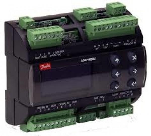 AK-PC 551. Kapasitetsregulering av kompressorer og kondensatorer.
